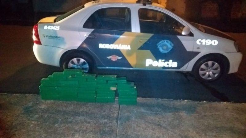 Polícia Rodoviária aborda carro com maconha e prende dois por tráfico