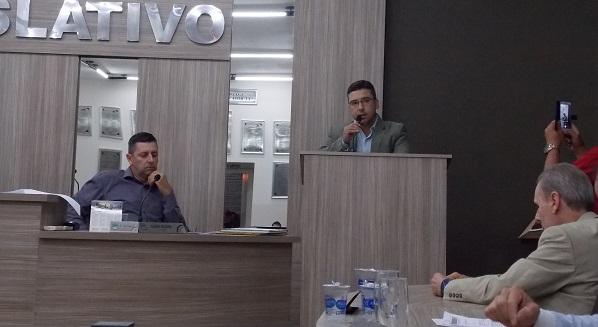 Carlos Weverton reclama da falta de dinheiro, ataca Tiago Soares e promete mudanças do Pronto Atendimento