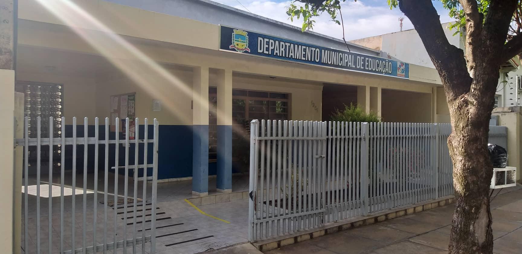 Departamento de Educação realiza capacitação com professores e funcionários das escolas municipais