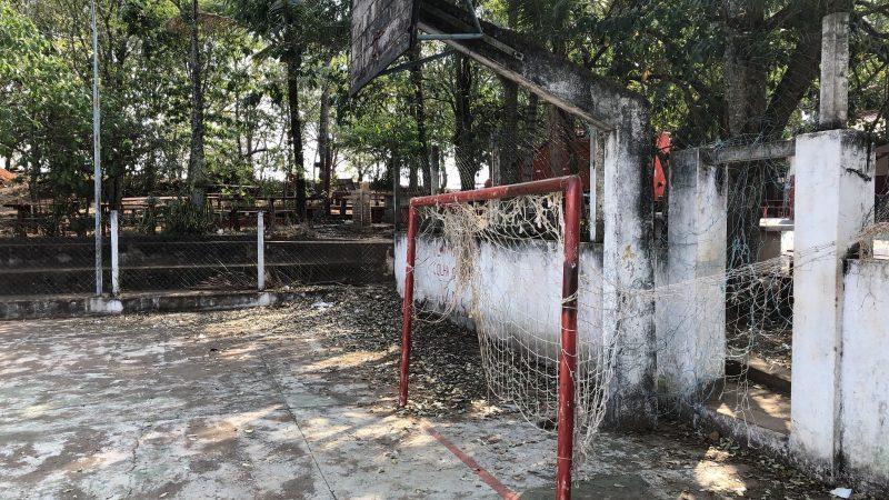 Quadras esportivas municipais estão em situação de abandono