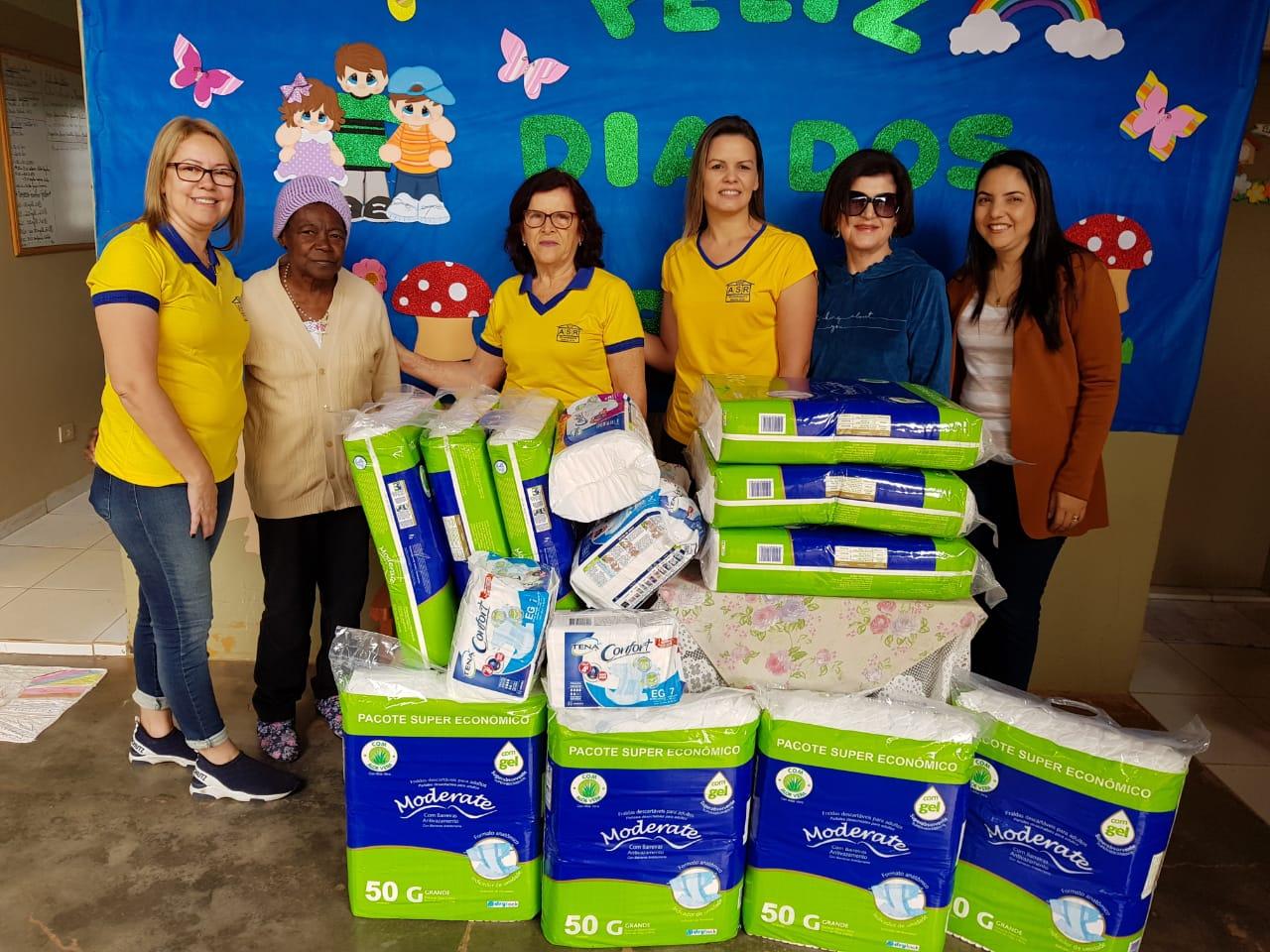 Casa da Amizade entrega mais de 500 fraldas ao asilo