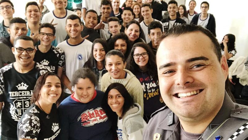 Polícia Militar realiza palestra sobre feminicídio para alunos da escola Noêmia Dias Perotti