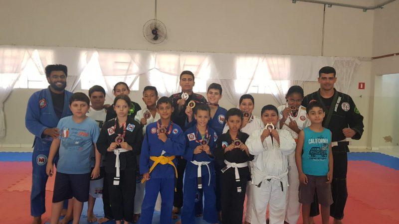 Projeto social de jiu-jitsu atende crianças e jovens carentes