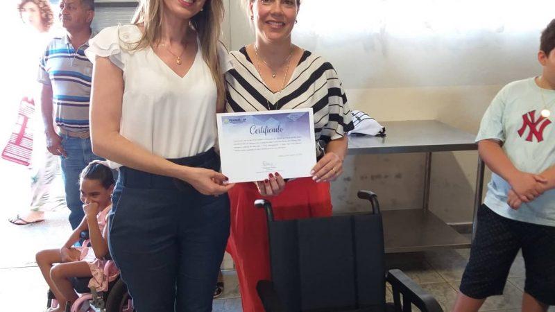 Apae de Mirandópolis recebe doação de cadeiras de roda da FEAPAES-SP