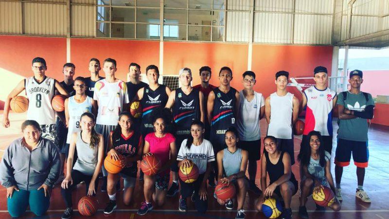 The Doctors incentiva prática do basquete em Mirandópolis