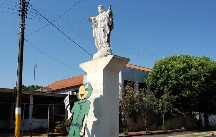 Cristo Redentor da avenida São Paulo 'se desmancha' após tentativa de restauração; prefeitura promete nova imagem