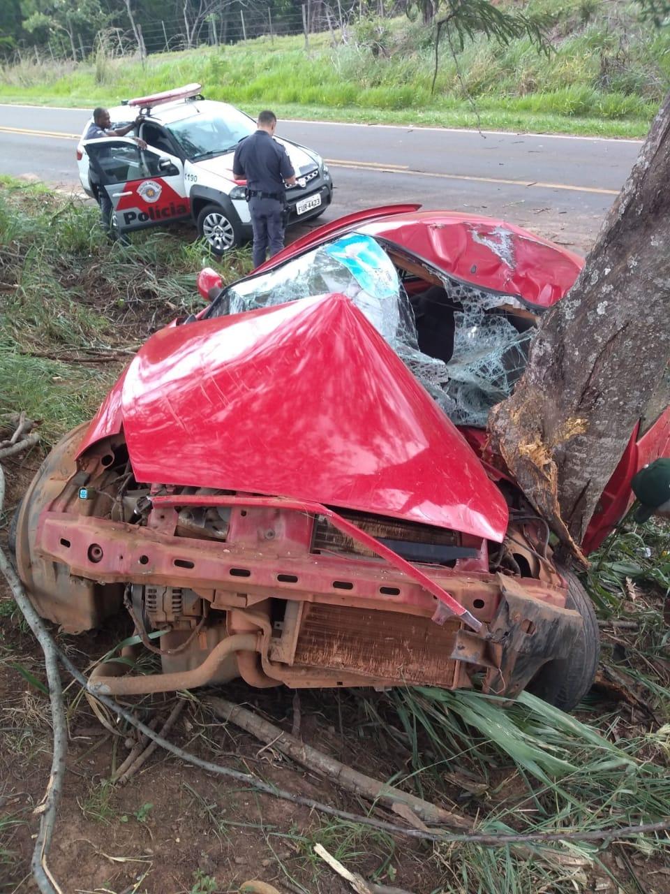 Homem sofre grave acidente de carro em vicinal do Amandaba