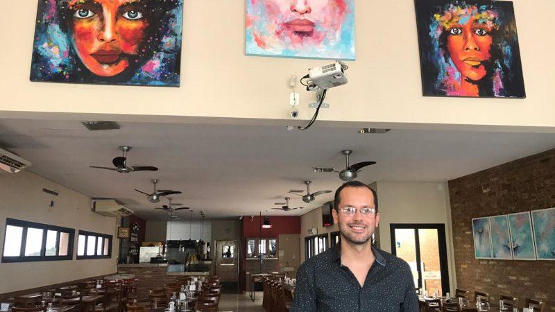 Cleber Ferreira realiza vernissage Cores do Infinito