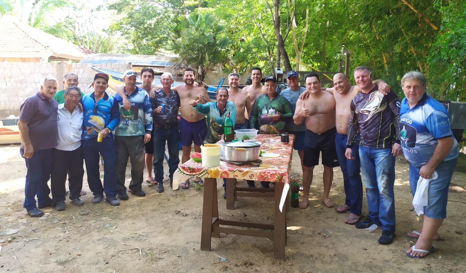 Voluntários fazem mutirão de limpeza nos rios Aguapeí e Paraná