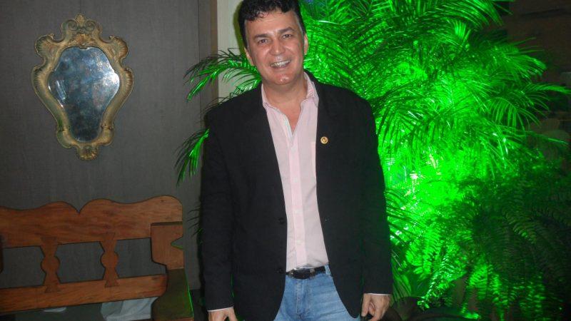 'Tem profissional que não pode abraçar o filho, isso é muito doloroso', relata Celso Martins sobre epidemia do coronavírus