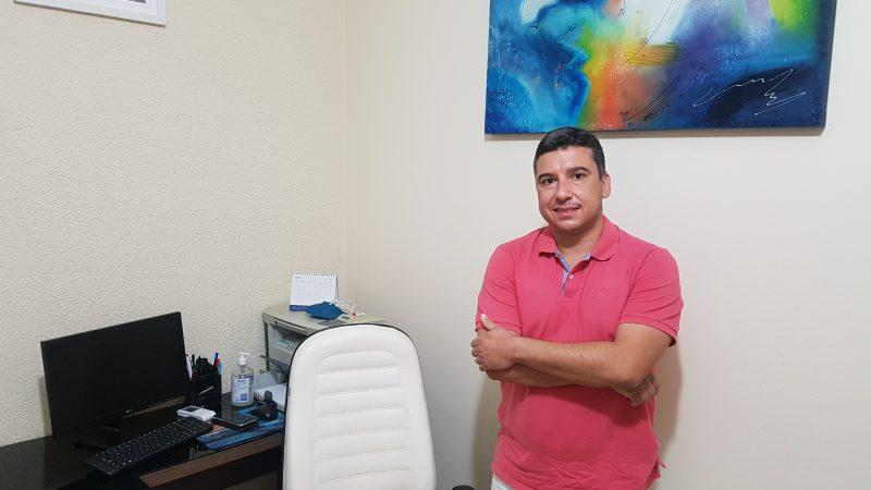 Carlos Weverton avalia trabalhos como vereador e prefeito interino, e fala sobre dinheiro bloqueado do programa Nosso Bairro