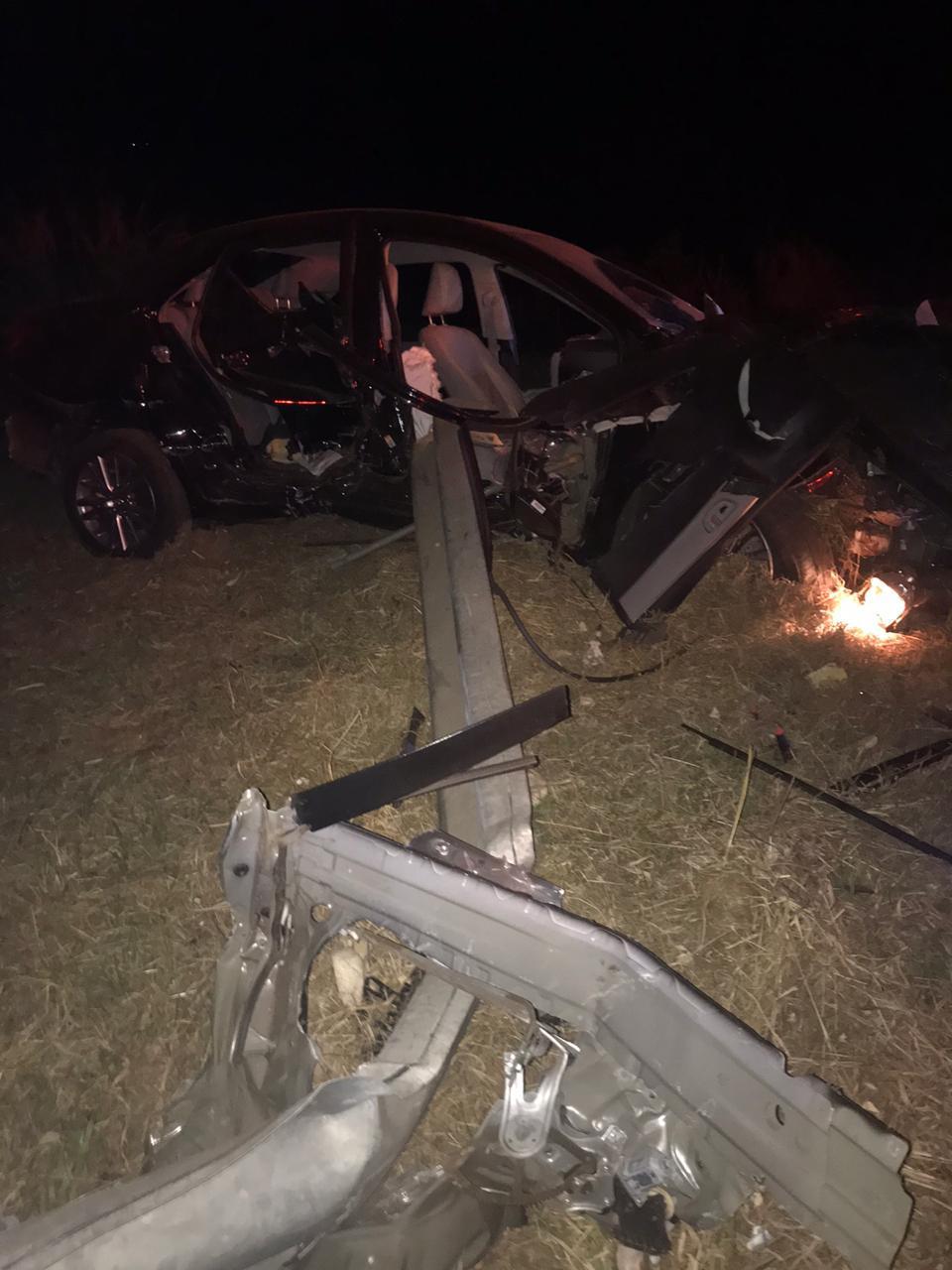 Jovem morre ao bater carro em defensa metálica na Rondon