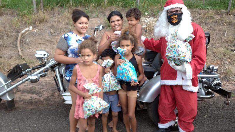 Motoclube SP 300 entrega presentes para crianças em Mirandópolis