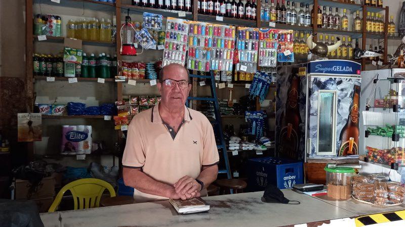 'Quando comprei o comércio era tudo terra aqui na frente', recorda Miguel Camacho, proprietário do Empório Brasília