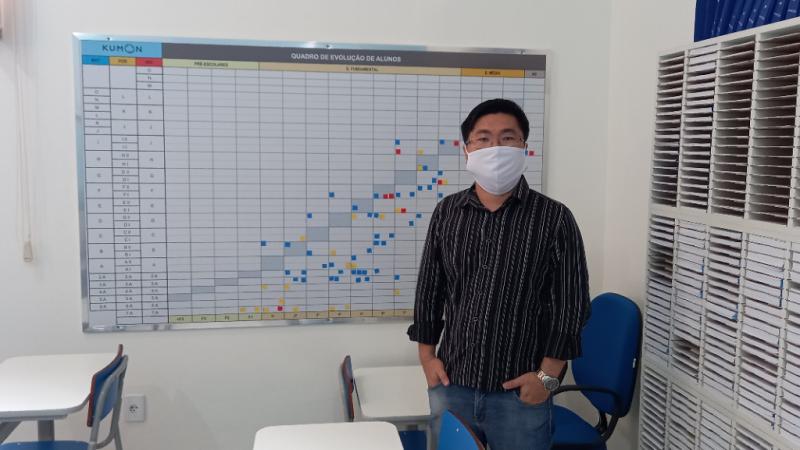 'O Kumon incentiva a pessoa a ter autonomia nos estudos', explica Yves Oda, proprietário da unidade Mirandópolis