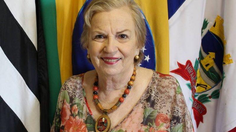 'Deixei a vida política, mas continuo a fazer a política verdadeira mesmo sem nenhum cargo', comenta Regina Mustafa