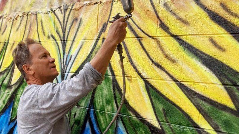 'Comecei a pintar quando tinha 14 anos, depois nunca mais parei', comenta Marcelino Soares