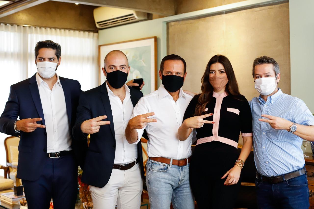 Ao lado de autoridades, governador João Doria é recebido em almoço por Joca Maluly